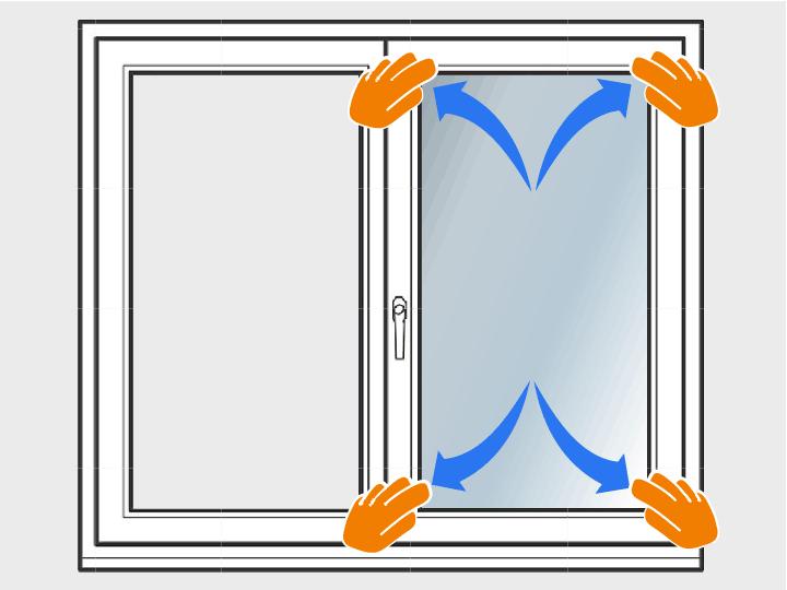 Lege die Folie jetzt auf die Fensterscheibe. Sie sollte gut rutschen. Andernfalls sprühst Du nochmals Flüssigkeit auf die Scheibe.
