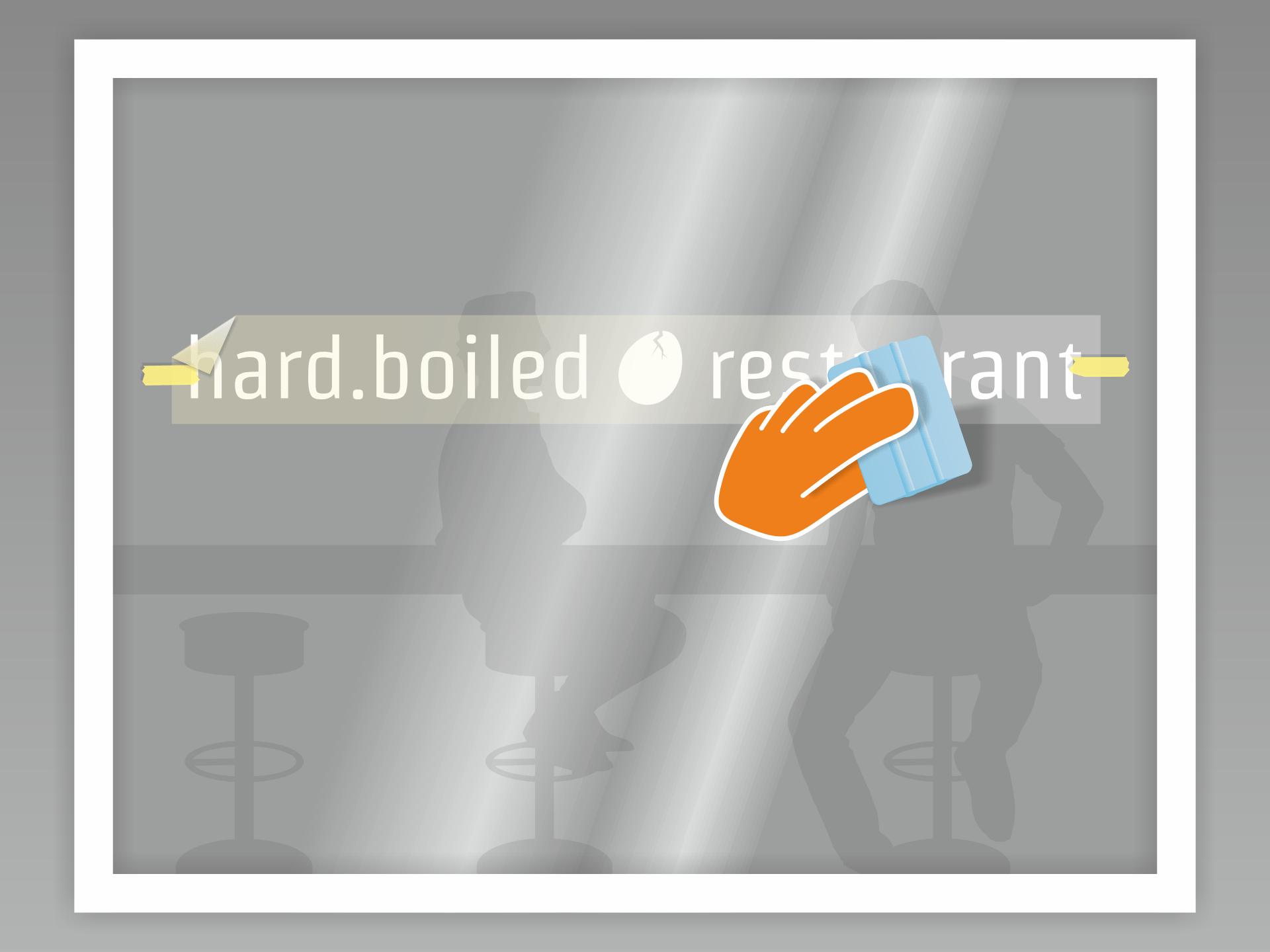 Jetzt die erste Hälfte mit etwas Abstand straff über den Untergrund halten und von der Mitte aus mit dem Rakel (hilfsweise Kreditkarte) andrücken. Mit der zweiten Hälfte genauso verfahren. Zum Schluss die Übertragungsfolie vorsichtig in flachem Winkel abziehen - fertig!