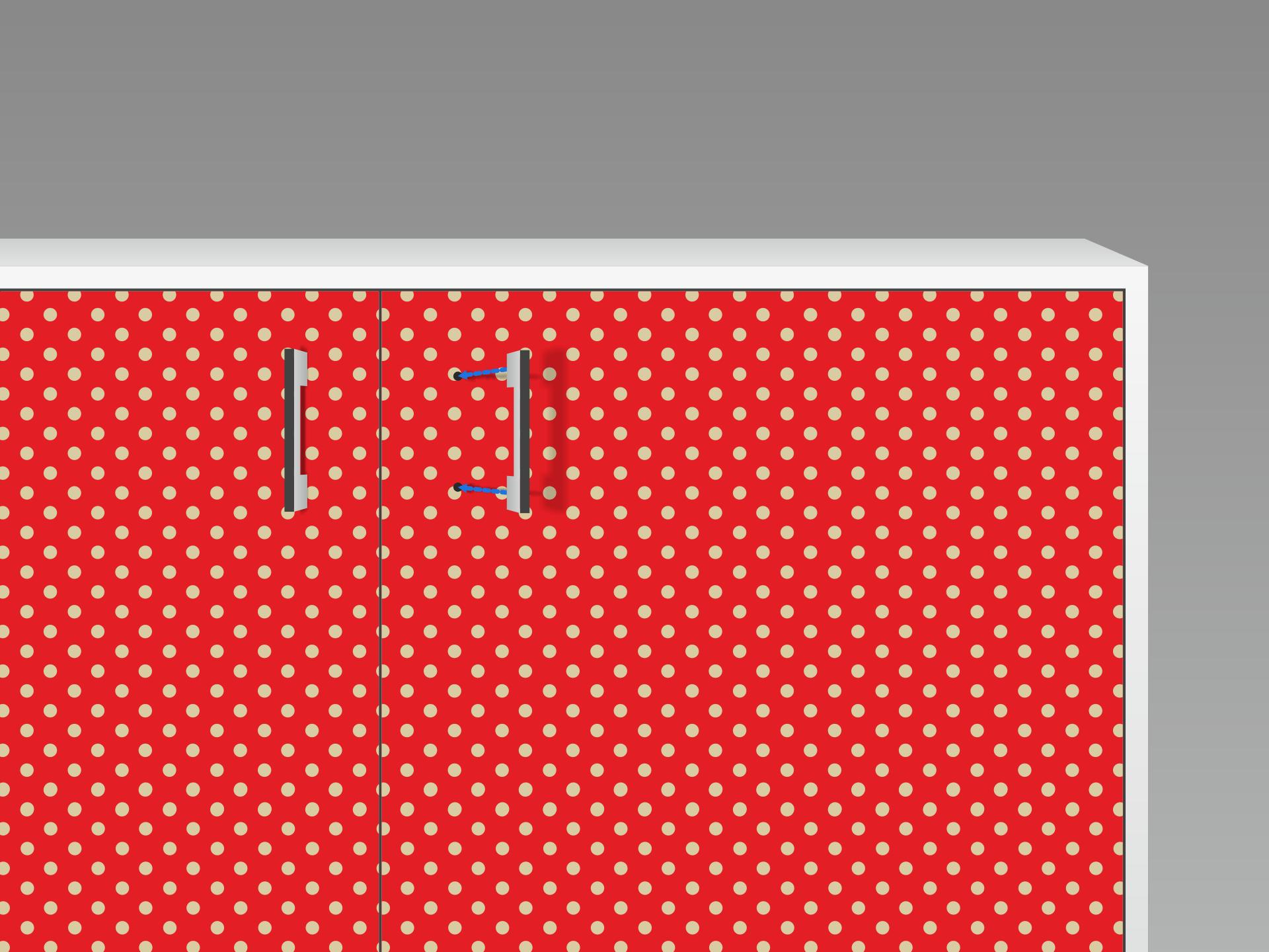 Fast fertig! Zum Schluss die Löcher für die Türgriffe etc. vorsichtig in der Mitte einstechen und behutsam vergrößern, um die Griffe zu montieren. Tipp: Kleine Luftbläschen einfach mit einer Nähnadel am Rand anstechen, um die Luft mit dem Fingernagel rauszuschieben.
