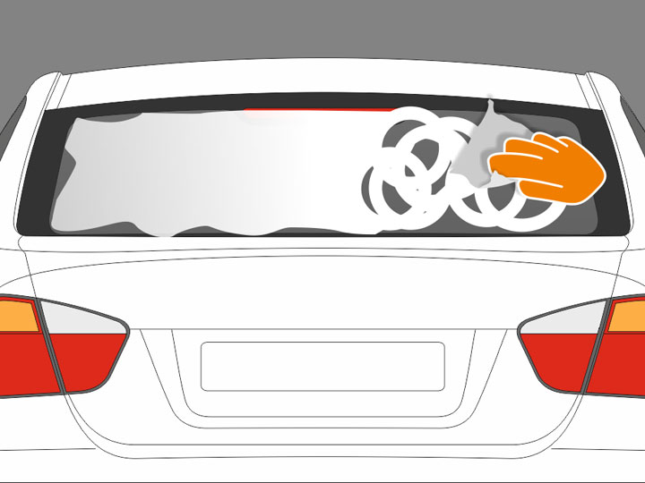 Trage Talkum oder Babypuder mit einem Küchentuch großzügig auf die saubere und trockene Außenseite der Scheibe auf. Die gesamte Scheibe sollte gleichmäßig eingepudert sein. Falte nun das Papiertuch zu einem ca. 3 cm breiten Streifen und befeuchte das Tuch mit Montageflüssigkeit.