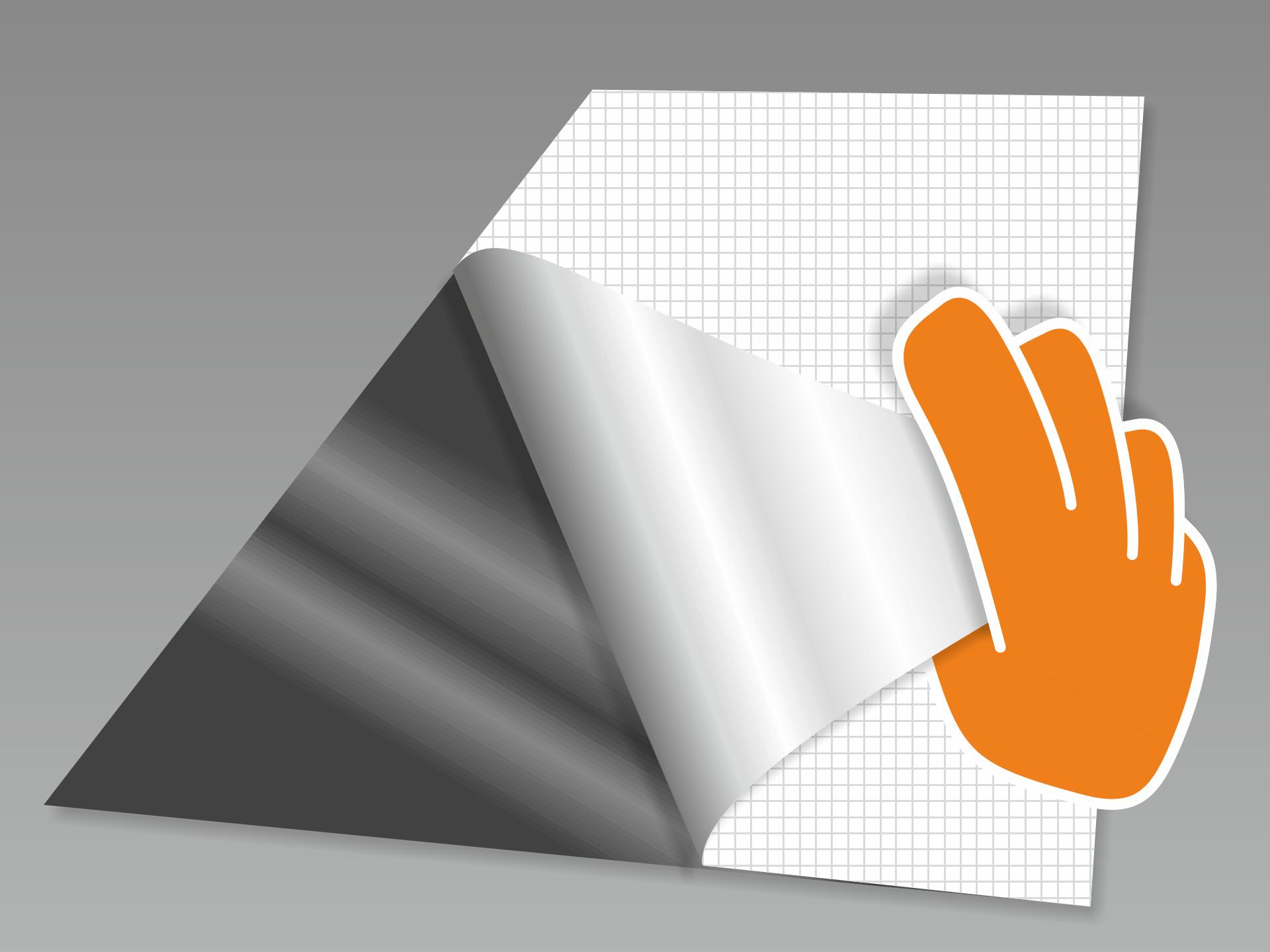 Tafelfolie abnehmen und mit der Tafelfläche nach unten auf einen glatten Untergrund legen. Nun das rückseitige Trägerpapier in flachem Winkel vorsichtig komplett abziehen.