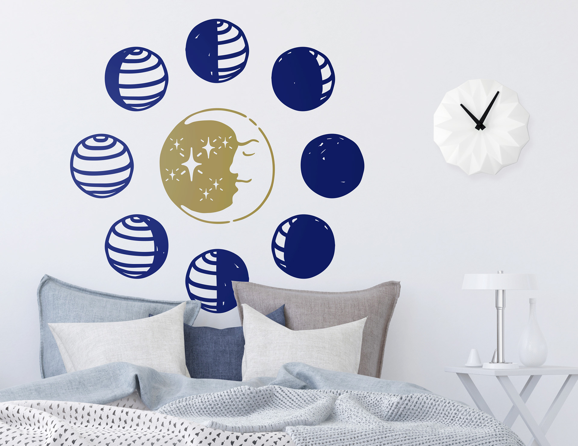 """Wandtattoo """"Mondtanz"""" zeigt alle Mondphasen"""