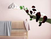 """Wandtattoo """"Sleeping Panda Petty"""" schlummert auf einem Baum."""