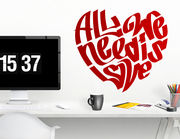 "Wandtattoo ""All we need is love"" in Herzform"