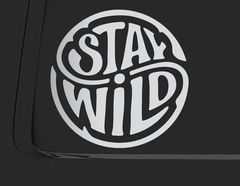 Autoaufkleber Stay Wild Emblem