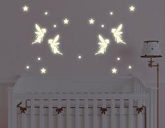 """Das Leuchtsticker-Wandtattoo """"Fairy Tales"""" begeistert große und kleine Kinder"""