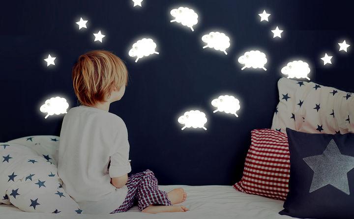 Leuchttattoos & Sterne für das perfekte Schlummerland bei Nacht & Dunkelheit
